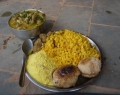 The food is lacto-vegetarian and it consists of three meals per day, based on healthy lacto-vegetarian natural products